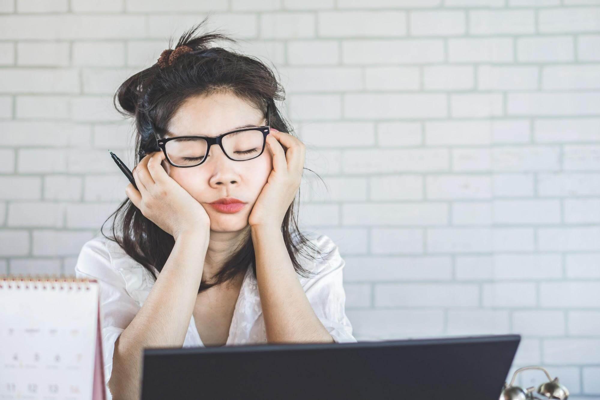 disturbios do sono quais sao sintomas e problemas cronicos