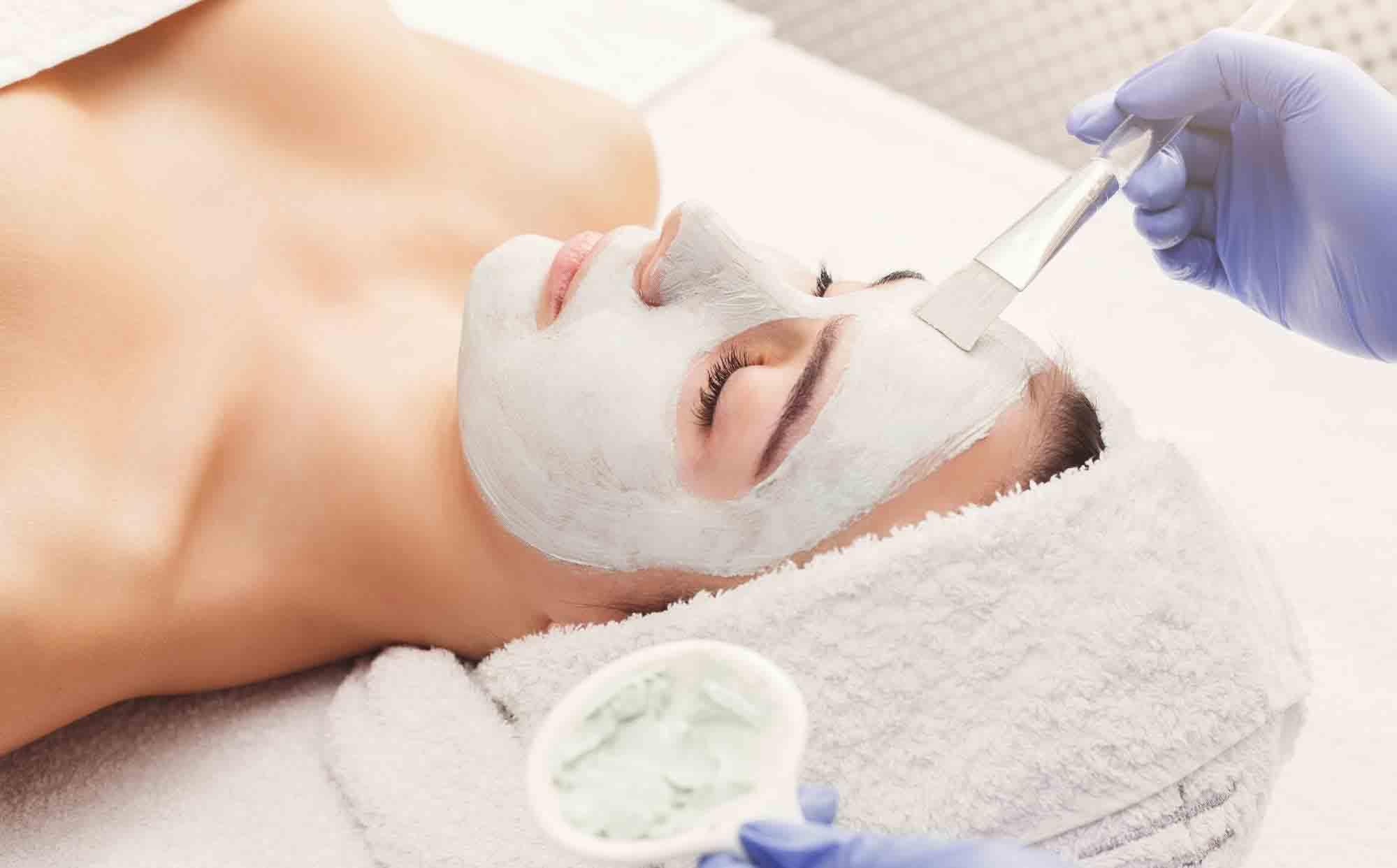 equipamentos clinica estetica mascaras descartaveis luvas pinceis toalhas