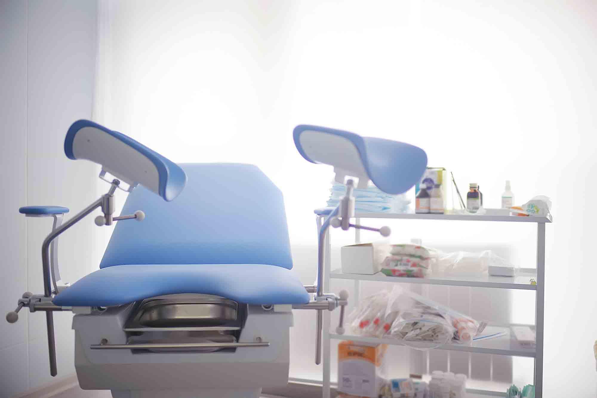 Mesa ginecológica premium
