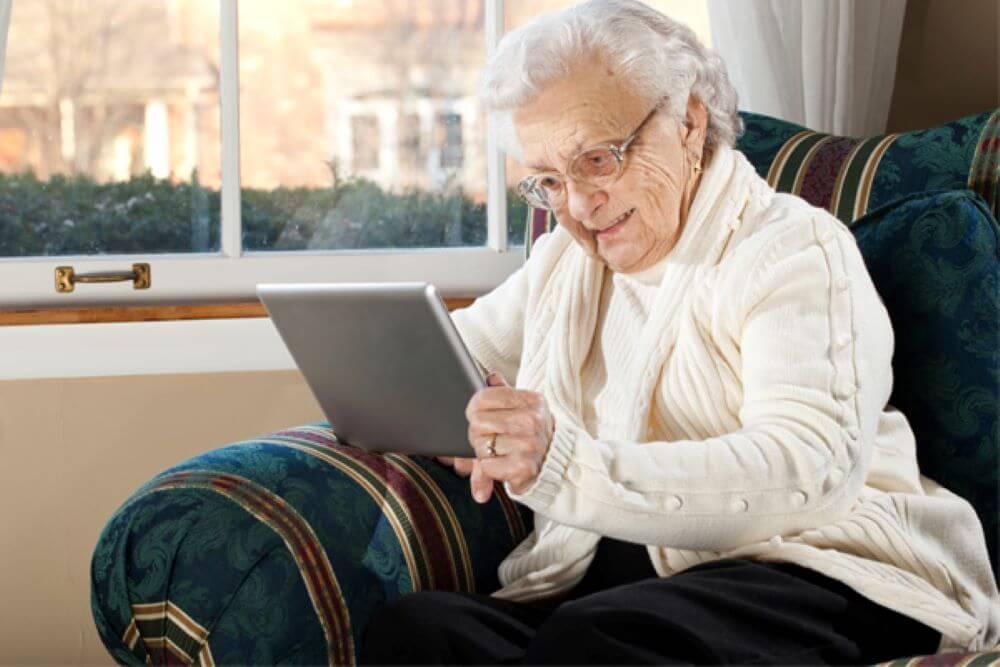 melhor poltrona para idosos como material impacta